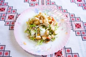 Салат из пекинской капусты с сухариками